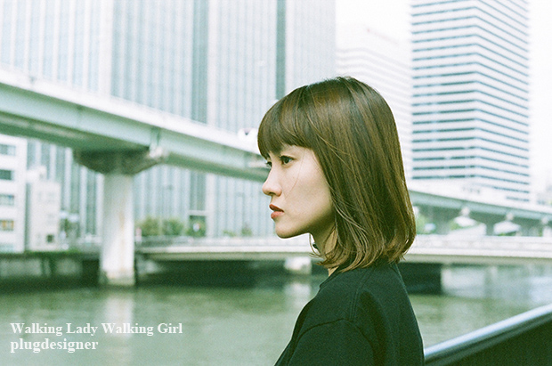 Walking Lady Walking Girl_105