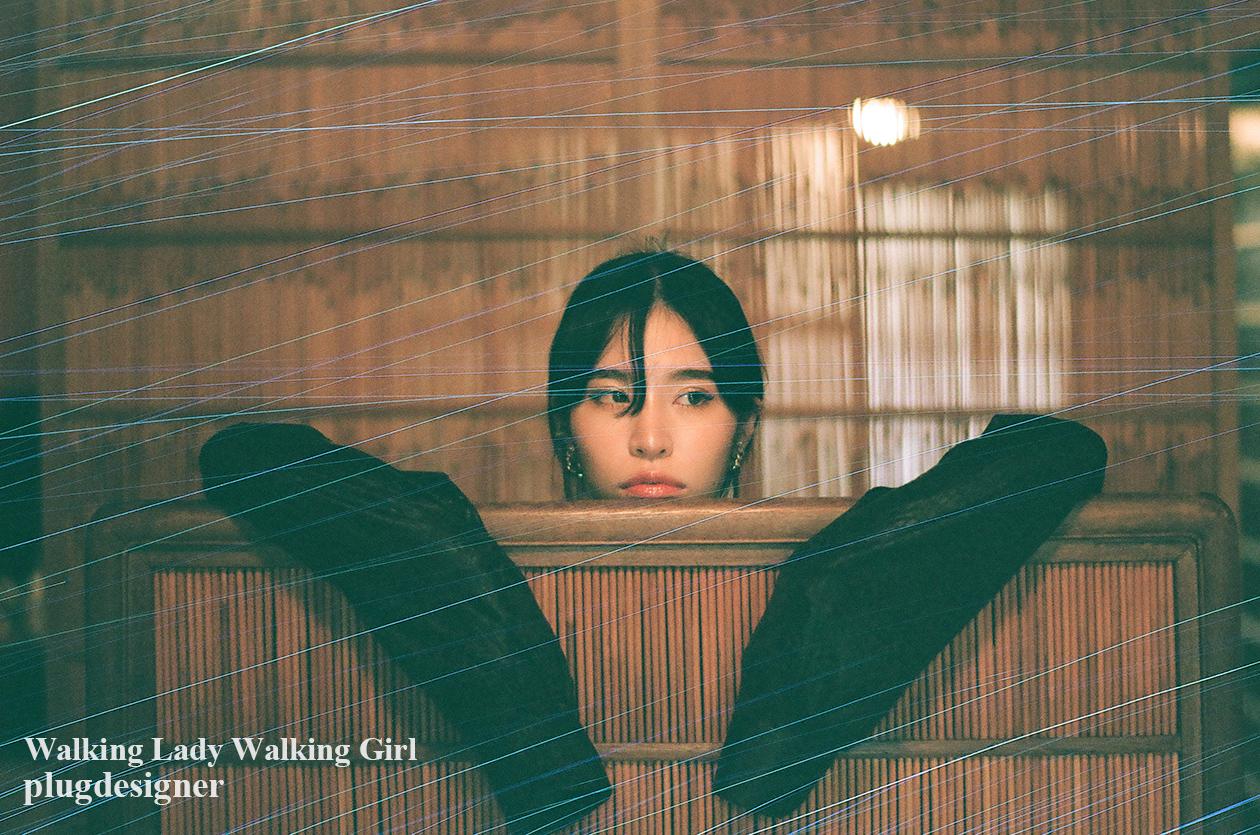 Walking Lady Walking Girl_141